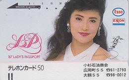 Télécarte Ancienne Japon / 110-23481 - Femme / Pub Essence ESSO - GIRL Japan Front Bar Phonecard / A 5 - FRAU - Personnages