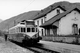 Arreau-Cadéac. Autorail Renault VH Série X 2300. Cliché Jacques Bazin. 08-05-1968 - Trains