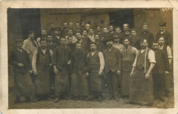 CARTE PHOTO GROUPE D'OUVRIERS - Postcards