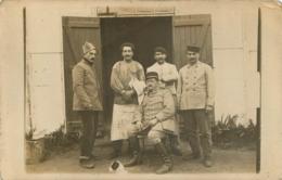 CARTE PHOTO GROUPE DE  SOLDATS - Militaria