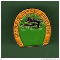 COMPLEXE HIPPIQUE - BREVEDENT  *** 1023 - Pin's