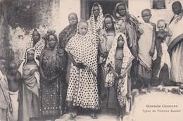 PS / GRANDE COMORE. Types De Femmes Kouési (Tres Beau Plan ) - Comores