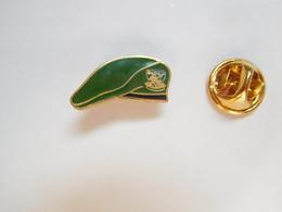 Beau Pin's En EGF , Armée Militaire , Béret Vert , Légion Etrangére - Militares