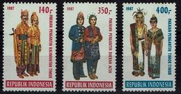 Indonsia  Indonesien 1987 - Trachten  Folf Costume - Hochzeitsgewänder - MiNr 1223A-1227A - Kostüme