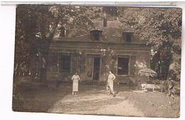 A Identifier  Carte Photo  Famille Daude Devant Sa Villa OU ? ID91 - Postcards