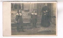 A Identifier  Carte Photo  Famille   Devant Sa Villa  A Paques OU ? ID86 - Postcards