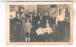 A Identifier  Carte Photo  Famille   Devant Sa Villa  Bapteme Jumeaux OU ? ID69 - Postcards