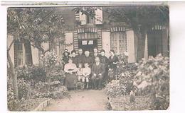 A Identifier  Carte Photo  Famille   Devant Maison   1914   OU ? ID68 - Postcards