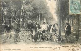 CPA 40 Landes Sur La Route De Mimizan Une Panne Crevaison Groupe De Cyclistes Vélos Costumes - Mimizan