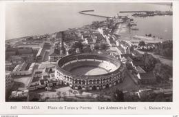 CPSM/pf  MALAGA (Espagne).  Plaza De Toros Y Puerto, Les Arènes Et Le Port. ..K023 - Málaga
