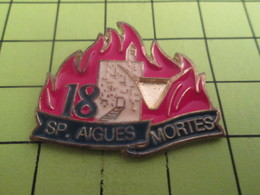613d Pin's Pins / Beau Et Rare : THEME POMPIERS / SAPEURS POMPIERS AIGUES MORTES FLAMMES INCENDIE - Firemen