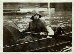 HENLEY REGATTA  IN THE RAIN  21*17 CM Fonds Victor FORBIN 1864-1947 - Lugares