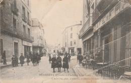 Hérault : BEDARIEUX : Faubourg Saint-louis ( Belle Anmition ) état Mauvais Nombreuses Pliures - Bedarieux