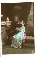 CPA - Carte Postale -Pays Bas- Un Couple S'embrassant- -1904 - VM3891 - Koppels