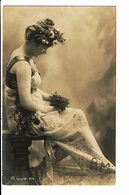 CPA - Carte Postale -Royaume Uni-Femme Assise Tenant Un Nid-1906 -VM3896 - Women
