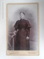D164555  CDV  Cabinet Photo - Fotografie E. Schuckert, Herford I/W  - Ca 1895 -  Young Woman  Jeune Femme - Fotos