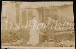 Photo Ancien / Foto / Femmes / Women / Garden / Jardin / Size: 6.70 X 10.30 Cm. - Fotos