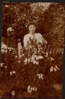 Photo Ancien / Foto / Femme / Woman / Garden / Jardin / Size: 6.50 X 9.80 Cm. - Photos