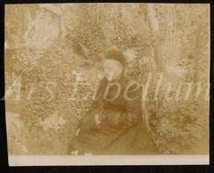 Photo Ancien / Foto / Femme / Woman / Garden / Jardin / Size: 8.80 X 11 Cm. - Fotos