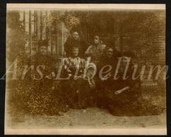 Photo Ancien / Foto / Femmes / Women / Dog / Chien / Garden / Jardin / Size: 9 X 10.90 Cm. - Photos