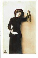 CPA - Carte Postale -Pays Bas-Jeune Femme Tenant Une Lanterne-  VM3906 - Vrouwen
