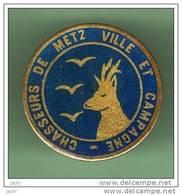 CHASSEURS DE METZ VILLE ET CAMPAGNE *** 1023 - Badges