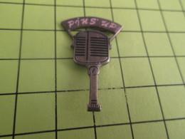 613d Pin's Pins / Beau Et Rare : THEME MEDIAS / RADIO MICRO RETRO PIN'S UP - Alimentation