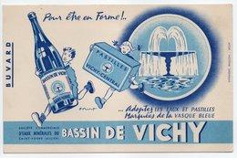 - BUVARD BASSIN DE VICHY - EAUX MINÉRALES - PASTILLES VICHY-CENTRAL - - Buvards, Protège-cahiers Illustrés