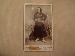 Photo CDV Militaria Empire 1870 Tenue à Identifier Photographe Bonnet à Sétif - Oorlog, Militair