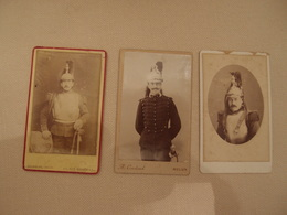 Lot De 3 Photos CDV Militaria Empire 1870 Cuirassiers ? Dragons ? Paris Melun Niort - Guerre, Militaire