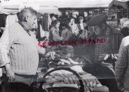 15- BRIOUDE- MARCHE FOIRE - LE CANTAL SECRET - RARE PHOTO ORIGINALE - Profesiones