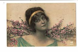 CPA - Carte Postale -Pays Bas Buste D'une Jeune Femme Devant Des Branches Fleuries VM3922 - Vrouwen