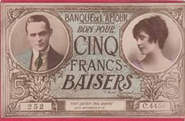 CPA  Carte Fantaisie BANQUE De L' AMOUR  Bon Pour CINQ FRANCS BAISERS Billet  * Format CPA ( F1 ) - Coins (pictures)