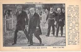 POLITIQUE ( Militaria ) SATIRIQUE : POINCARE Chez Ses MORTS ( Verdun 1922 ) ... L'Homme Qui Rit ... CPA - Satirical