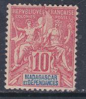 Madagascar N° 43 X  Type Groupe : 10 C. Rouge Trace De Charnière Sinon TB - Madagascar (1889-1960)