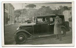 Photo Carte Véhicule Ancien Automobile Voiture Citroën Je Pense Gros Plan Avec Son Propriétaire - Voitures De Tourisme
