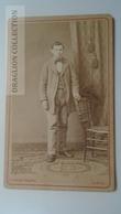 D164599  CDV Cabinet Photo - Clemens  Bolzau -LEMGO     - Ca 1870's - Young Man  Costume Fashion - Fotos