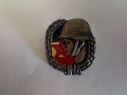 PIN- BADGE- YUGOSLAVIA ARMY JNA EXEMPLARY SOLDIER AWARD - IKOM ZAGREB !!! - Militari