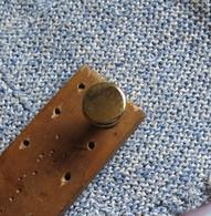 VECCHIA MANIGLIA IN OTTONE PIENO A POMELLO CON VITI IN FERRO PER MOBILI VARI - - Furniture