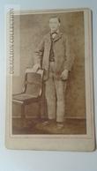 D164618  CDV Cabinet Photo -  Joseph Henschel - Hannover     - Ca 1870-1880 - Young Man -Fashion Costume - Fotos