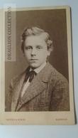 D164619  CDV Cabinet Photo - Norden & Heinze - Hannover     - Ca 1880 - Young Man -Fashion Costume - Fotos