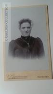 D164620  CDV Cabinet Photo - Carl Oppermann - Hannover     - Ca 1890's - Woman's Photo  -Fashion Costume - Fotos