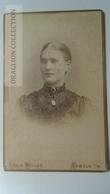 D164622  CDV Cabinet Photo -Louis Müller  - HAMELN     - Ca 1890-1900 - Woman's Photo  -Fashion Costume - Fotos