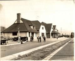 Jasper Station Is On The Canadian National Railway  CHEMIN DE FER Train Railway 24*18 CM Fonds Victor FORBIN 1864-1947 - Trenes