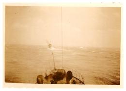 BATEAU AU LOIN -PHOTO PRISE D'UN BATEAU EN MER   PHOTO SEPIA - Boats