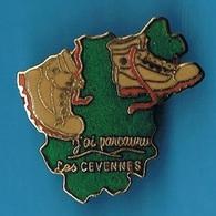 1 PIN'S  //    ** RANDO / J'AI PARCOURU / LES CÉVENNES ** . (©Winner N°18) - Badges