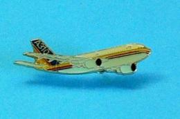 1 PIN'S //  ** AIR JAMAÏCA / AIRBUS A310 ** . (J.Y. Ségalen©) - Airplanes