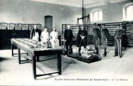 N°73517 -cpa Saint Cyr- école Militaire -la Défense- - Regiments