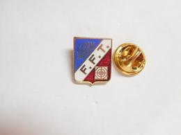 Beau Pin's En EGF , Tir , FFT , Fédération Française De Tir - Badges
