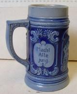 Lot. 1091. Pot à Bière En Grès. Made In Germanuy - Verres